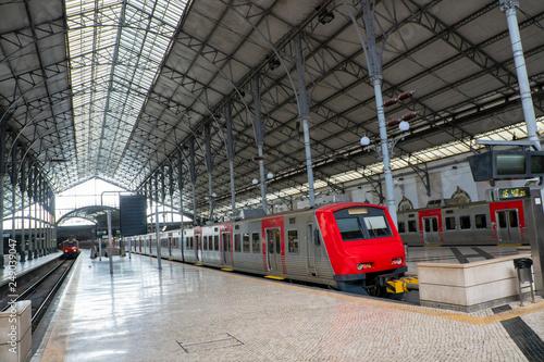 Papiers peints Rouge, noir, blanc Empty train station under sunshine