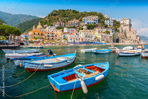 Photo Leisure boats and traditional buildings in Cetara harbor, Amalfi coast, Italy