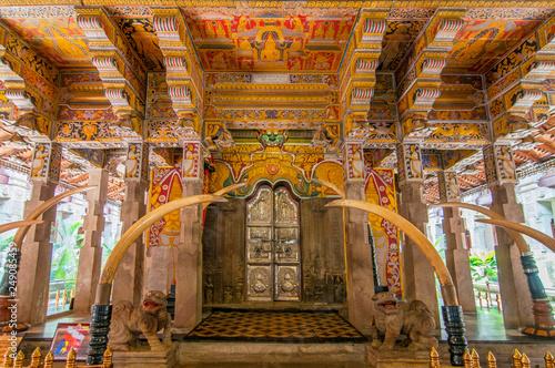 Obraz na plátně Temple of the Tooth Relic, famous temple housing tooth relic of the Buddha, UNESCO World Heritage Site, Kandy, Sri Lanka, Asia