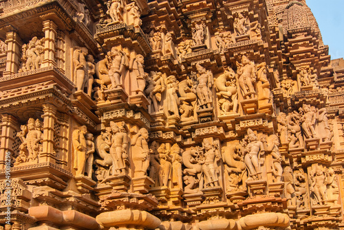 Fotografia  Relief sculptures of erotic scenes, on the facade of the Khajuraho temple, India