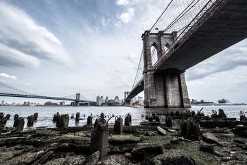 Brooklyn Bridge w Nowym Jorku, NYC ze słynnym widokiem na pejzaż miejski
