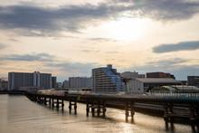 運河と高速道路とモノレール