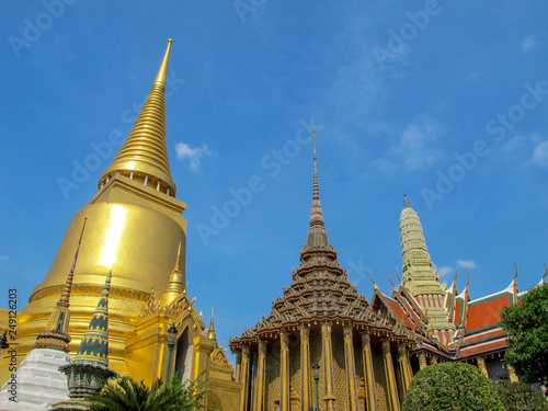 Foto  Pagoda in Phra Kaew Temple, the most famous temple in the world