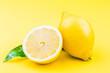 canvas print picture - Frische bio Zitronen auf gelben Hintergrund