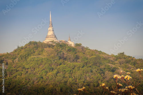 Photo sur Toile Con. Antique Pagoda on top of the hill at Phra Nakhon Khiri Historical Park (Khao Wang), Petchaburi, Thailand.