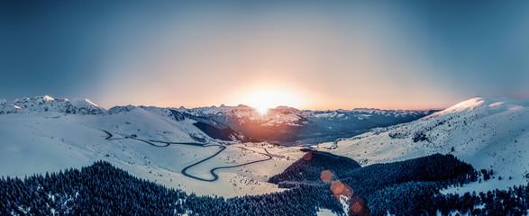 Panorama Pirenejów o zachodzie słońca