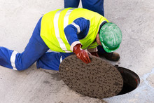 Sewerage Utility  Workers Move...