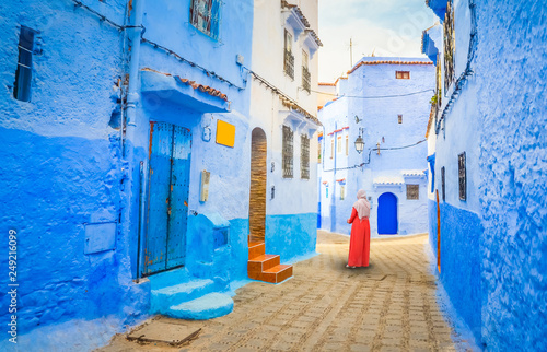Canvastavla  Blue street of medina in Chefchaouen, Morocco