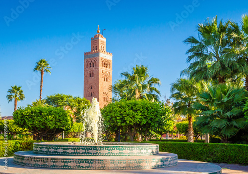 Fotografia Koutoubia Mosque minaret in old medina  of Marrakesh, Morocco