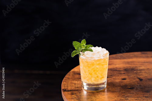 Fotografia Refreshing Bourbon Mint Julep Cocktail