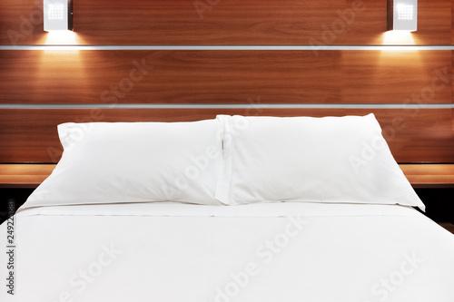 Fotografie, Obraz  cama de casal com travesseiros