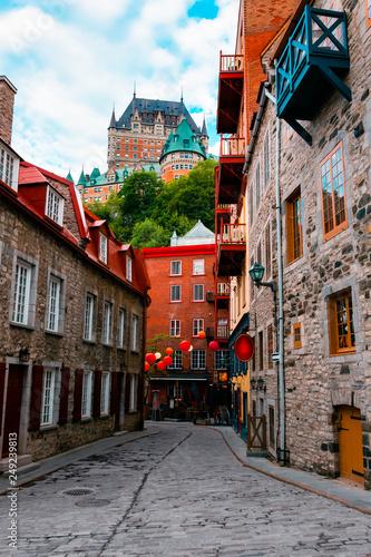 Naklejka premium Quartier Petit Champlain i zamek Frontenac w Old Quebec City, Quebec, Kanada