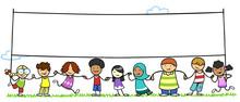 Gruppe Kinder Hält Leeres Banner In Der Natur