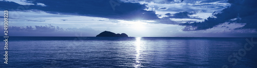 Photo sur Aluminium Bleu nuit Sunset on a tropical sea. Ocean landscape. Thailand
