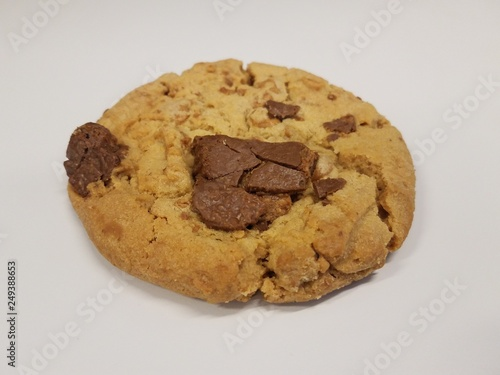 Fotografie, Obraz  delicious chocolate chip cookie on white surface