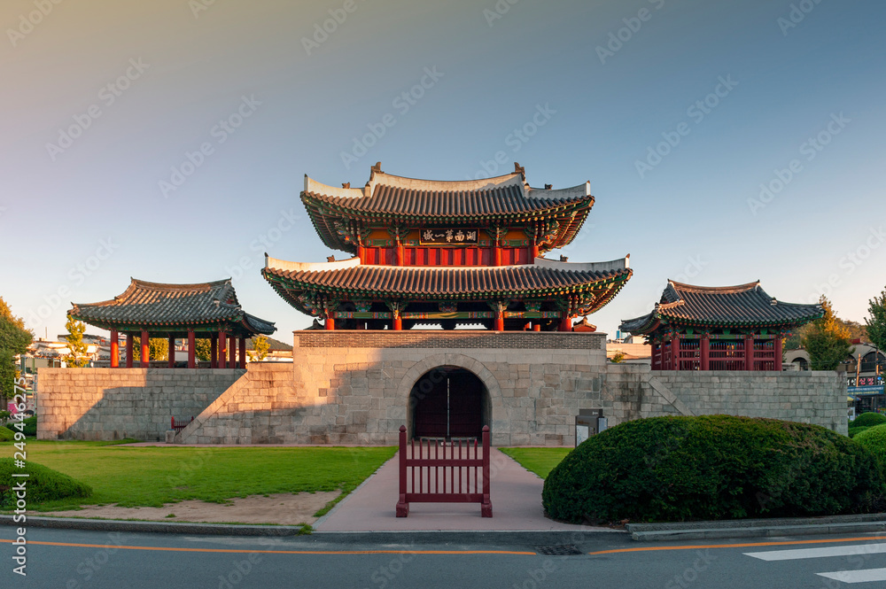 Fototapety, obrazy: Pungnammun Gate, south gate of city wall of Jeonju remaining from Joseon Dynasty since 1768 designated as architectural treasure No. 308 of South Korea