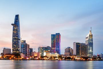 Ho Chi Minh miasta linia horyzontu przy zmierzchem. Niesamowity pejzaż