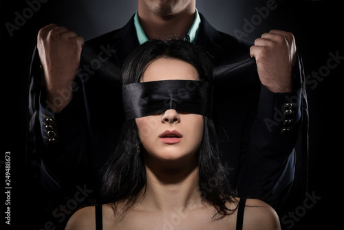 Photo  Couple Love Kiss, Sexy Blindfolded Woman and elegant Man in Suit