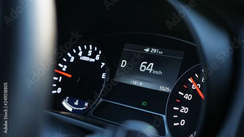 Pinturas sobre lienzo  close up of speedometer in modern car, close-up