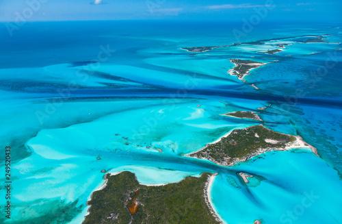 Türaufkleber Turkis Aerial view, Exuma, Bahamas, America