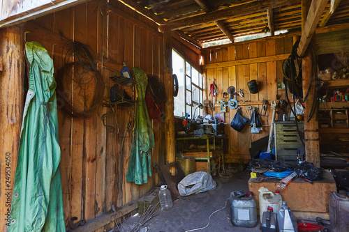 Fotografía Workshop shed garage with toold for repare and atv inside
