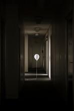 Ballon Blanc Dans Le Couloir