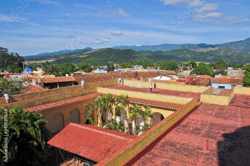 Photo  Franziskanerkloster, Straßenszene, Trinidad, Kuba