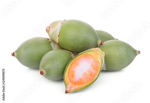 Photo raw betel nut fruit with half cut isolated on white background