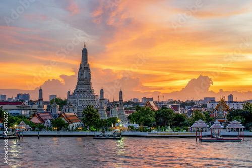 Foto auf AluDibond Melone Wat Arun -the Temple of Dawn in Bangkok, Thailand