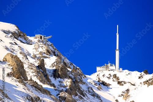 La pose en embrasure Bleu fonce Pic du Midi, Bigorre, Hautes Pyrénées
