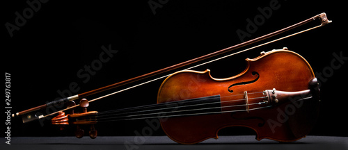 Fotografie, Obraz retro violin on a black background