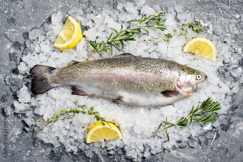 Stampa su Tela Raw trout on ice