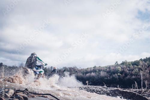 Fotografiet  Motocross accelerating speed in mud
