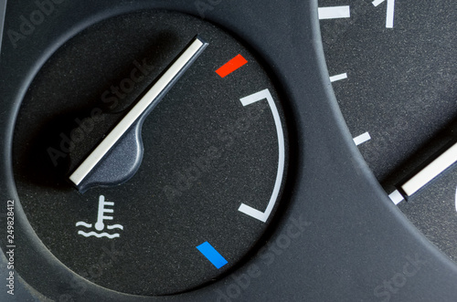 Fotografia  the car's engine, the cool light on the dashboard of the vehicle, the sensor ale