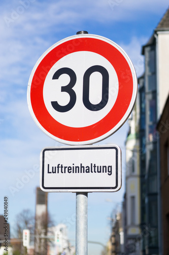 Fotografía  Co2 Emission - Geschwindigkeitsbegrenzung - Feinstaub