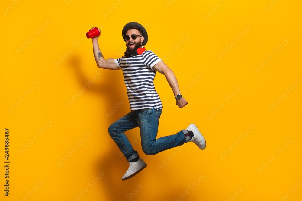 Fototapety, obrazy: Jumping hipster with plastic cup
