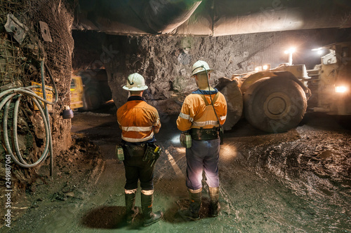 Miner with a large truck known as a 'bogger' underground at a copper mine in NSW Fototapet