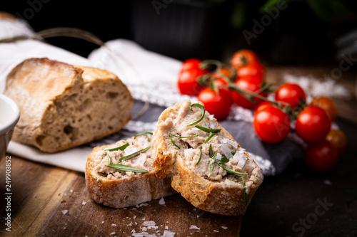 Fotografie, Obraz Domowa kanapka z pasztetem.