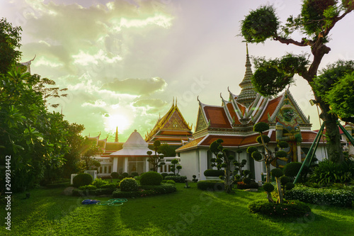 view of the tour of the Buddhist temples in wat arun, tailand Fototapeta