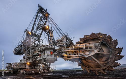 Enormous bucket wheel excavator at an open cut coal mine in Victoria, Australia Fotobehang