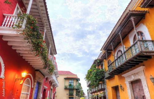 Fotografía  A narrow street in the beautiful old city of Cartagena