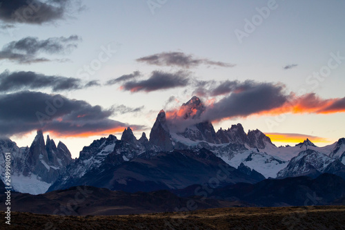 Tuinposter Bergen Mount Fitz Roy and Cerro Torre at sunset, Argentina