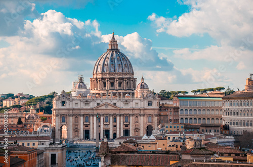 Canvas Print St Peter's Basilica, one of the largest churches in the world and top sights in Rome located in Vatican city