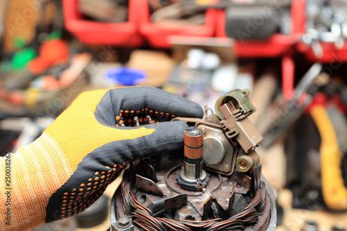 Obraz Naprawa, serwis alternatora, wymiana szczotek. - fototapety do salonu