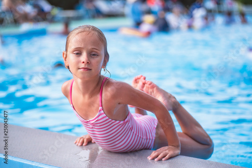 Valokuva Beautiful little girl swims in the pool , cute little girl in pool in sunny day