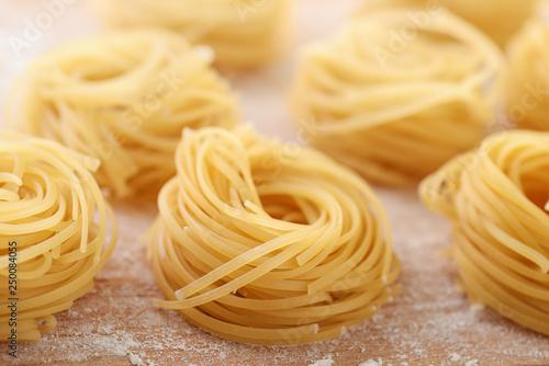 Fotografia Uncooked italian egg pasta nests