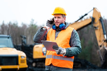 Porträt Eines Arbeiters Im Tagebau Vor Einem Bagger