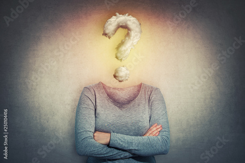 Foto anonymous question instead head