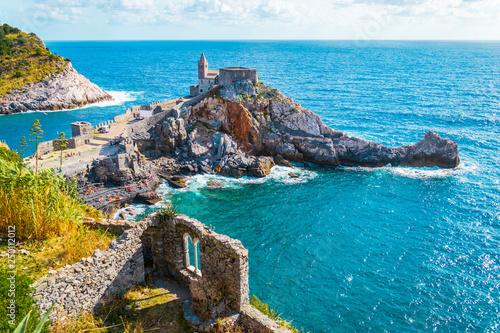 Portovenere panorama, Chiesa di San Pietro, Liguria, Italia Fototapete