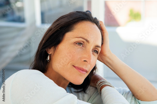 Photographie  woman looking away - beautiful pensive middle aged person - close up portrait